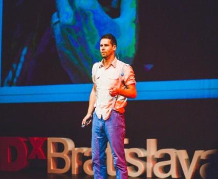 Prednáška o histórii hot-dogov na TEDxBratislava 2013